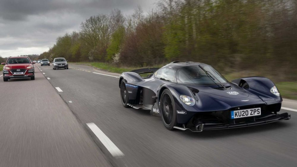 aston-martin-valkyrie-testing-on-public-roads (2)