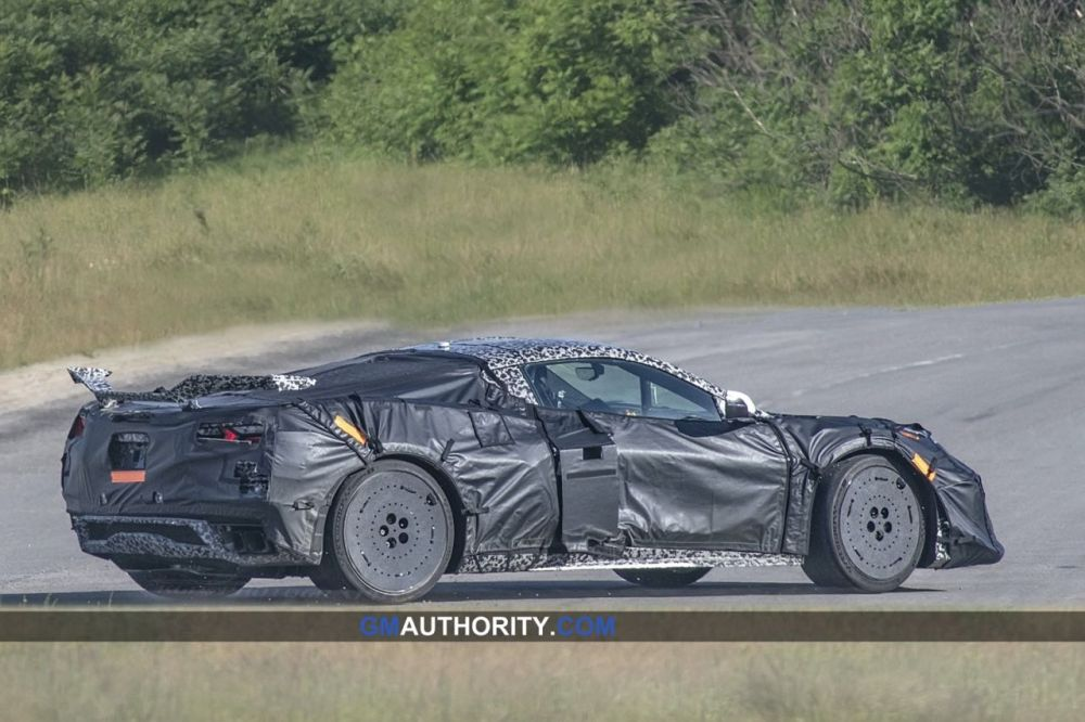 2022-Chevrolet-Corvette-Z06-Prototype-2