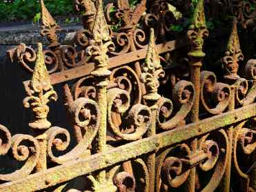 Rusted gravside railings