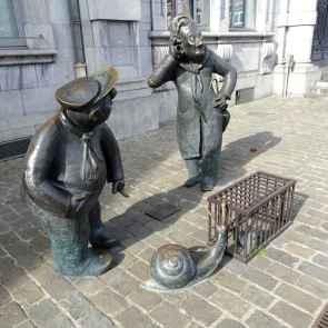 21 Figures with snails in Namur 2 Djoseph et Francwes