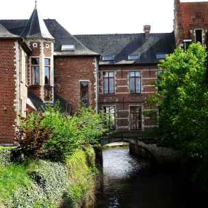 62 House over the river in Leuven