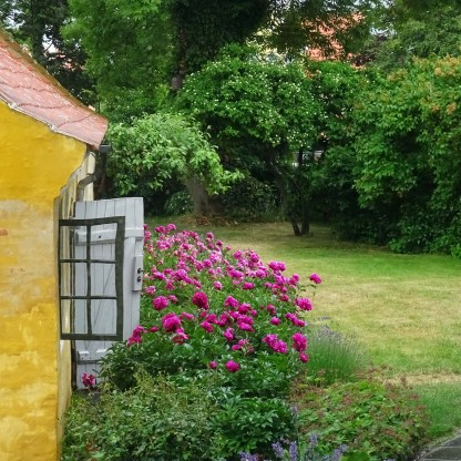 Through the window of the Skagen Museum - another angle