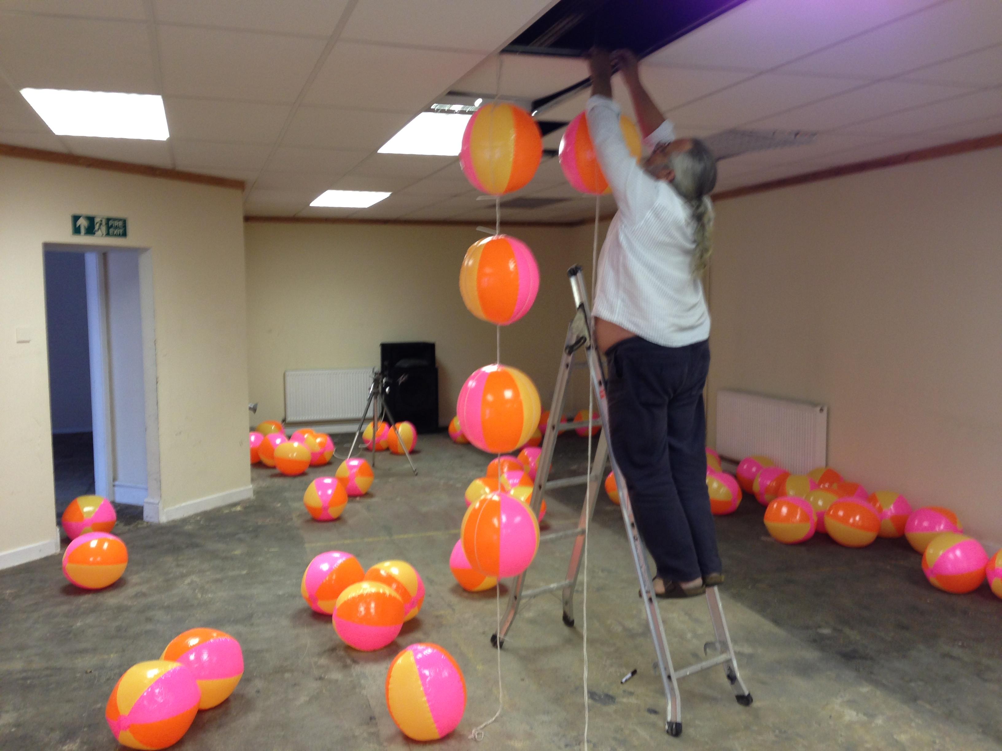 UnitCell: Hanging Balls