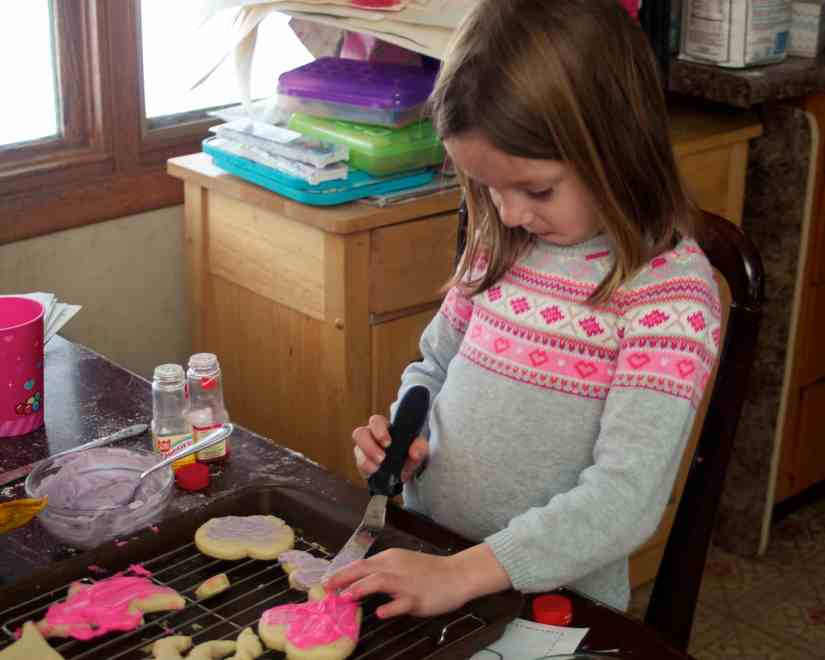 Decorating heart cookies