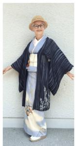 Sheila Cliffe in stijlvolle kimono outfit. Bron: Sheila Cliffe