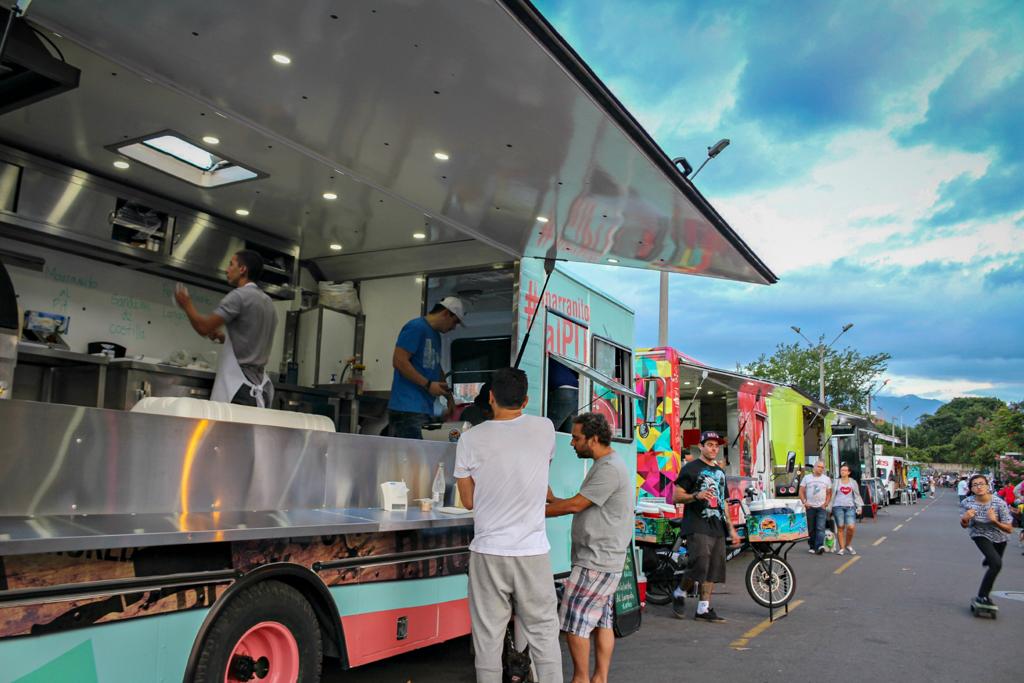 Food trucks in Ciudad del Río, Medellin, Colombia