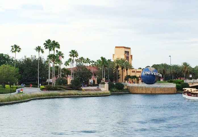 florida-road-trip-things-to-do-universal-studios-holiday11