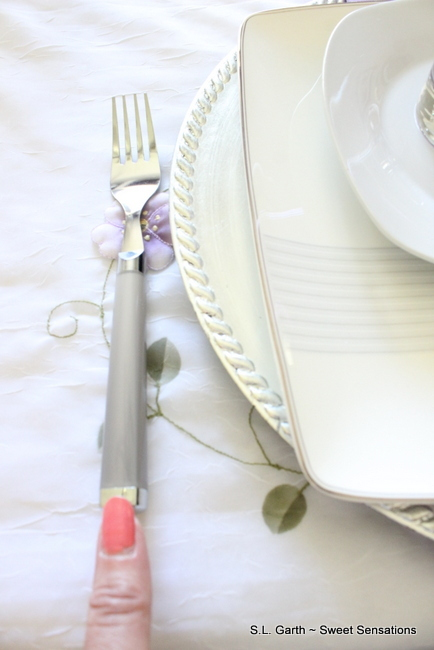 Creative-Ideas-For-Tablecovers 17