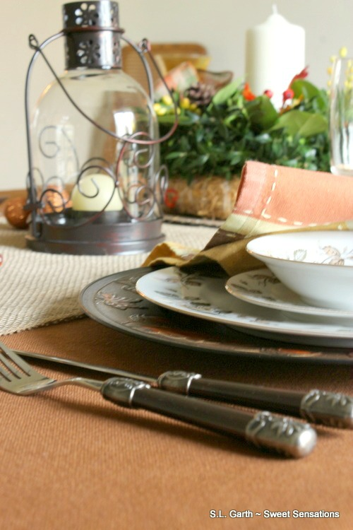 fresh-foliage-and-burlap-thanksgiving-tablescape-2