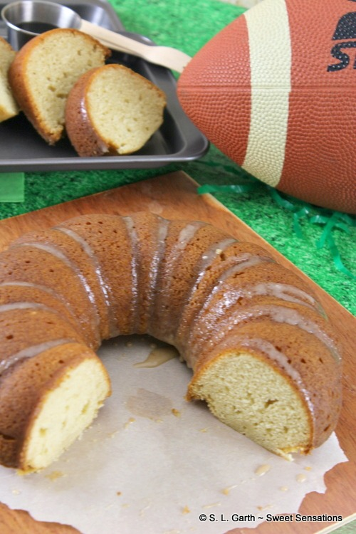 This Maple Bundt Cake with Cinnamon Glaze tastes like pancakes and syrup. It's ideal for tailgating and for breakfast.