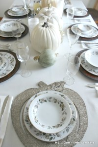 This Neutral Contemporary Thanksgiving Tablescape embodies the mood of the season without the traditional fall color palette.