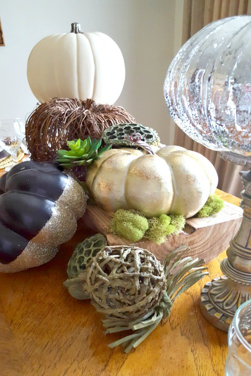 I hope a few of these Thanksgiving Dessert and Table Ideas serve as inspiration for your holiday meal and table.