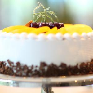 Torta de Coco y Cerezas