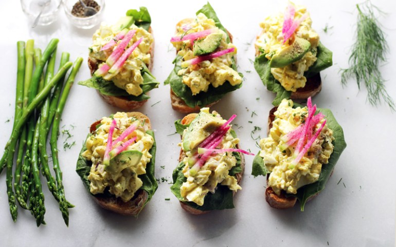 Egg salad with dill mayonnaise | www.thetableofcontents.co