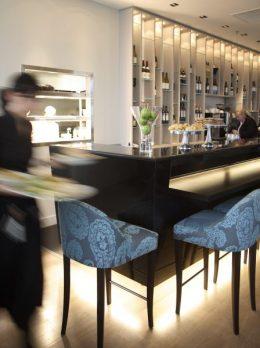 Table Cork waitress