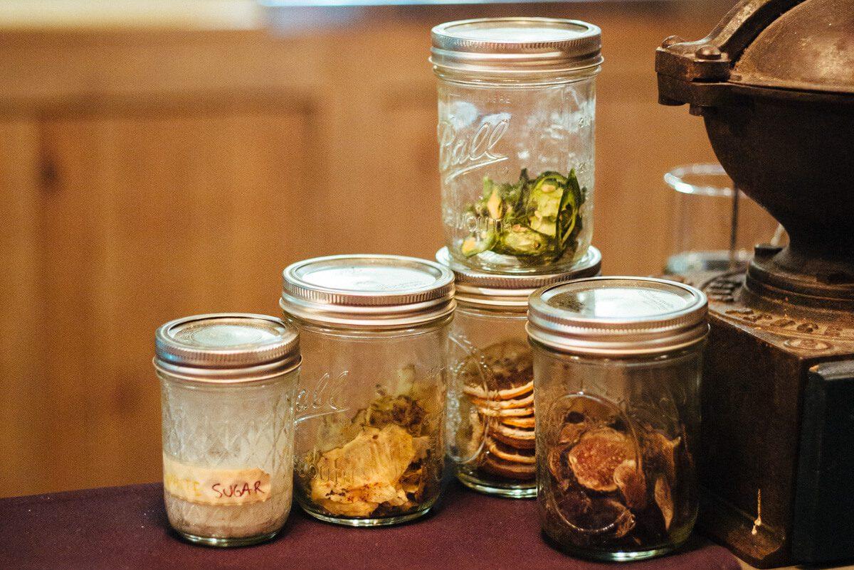 S.Y. Kitchen stores their garnishes in mason jars.