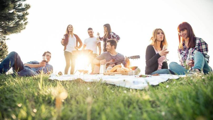 People on a picnic in Dubai