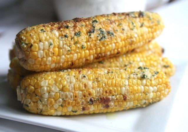 grilled-corn-with-parmesan-garlic-butter-2-e1342568340630