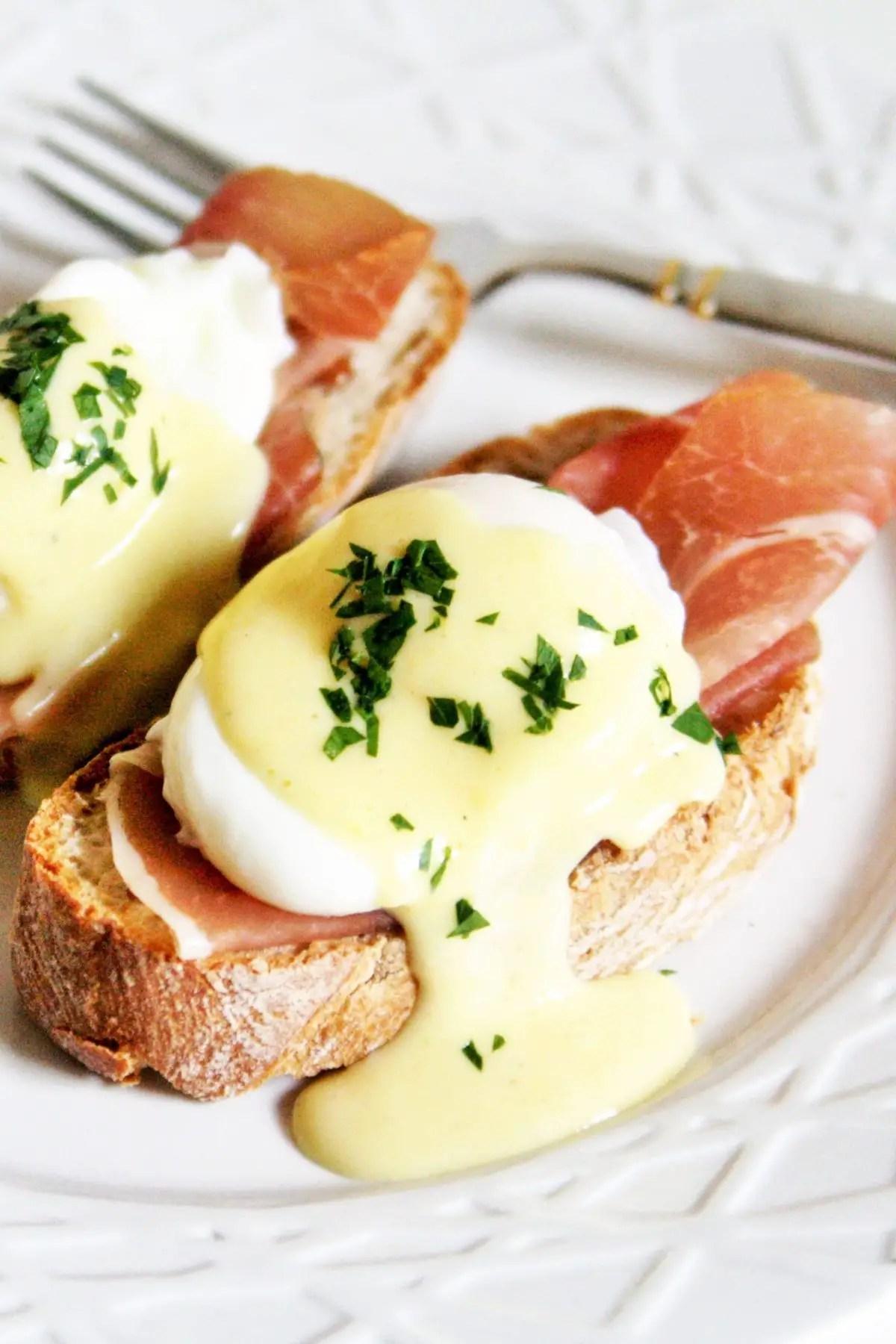 Eggs Benedict With Horseradish Hollandaise Sauce The Tasty Bite