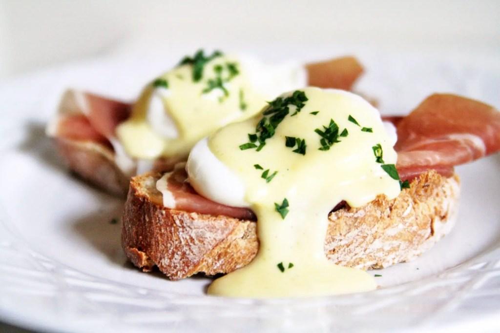 eggs-benedict-horseradish-hollandaise-3