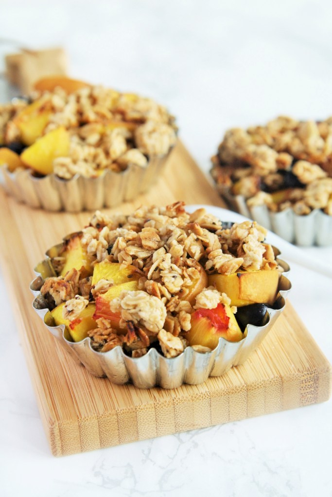 peach-blueberry-crisp-honey-granola-gluten-free-6