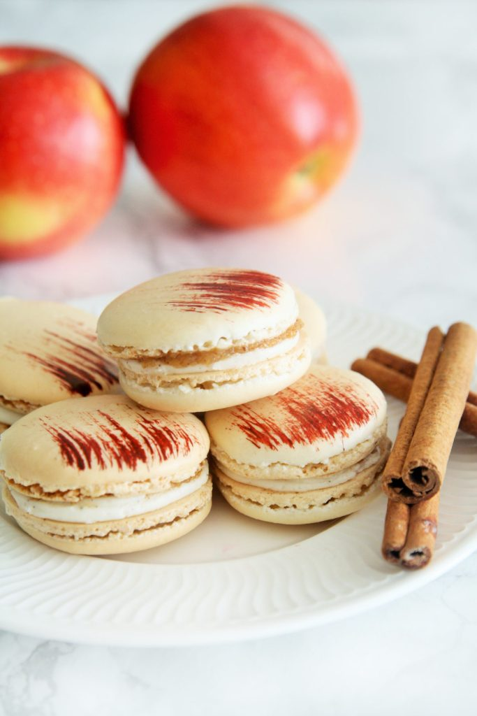 apple-pie-macarons-3
