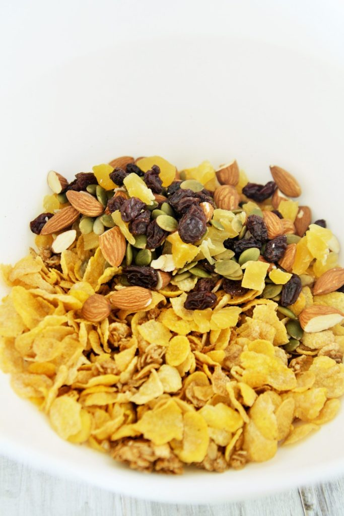honey-trail-mix-cereal-bars-1