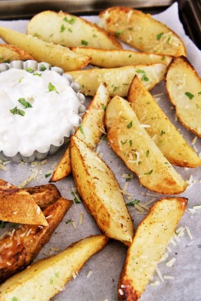 Crispy Garlic Potato Wedges