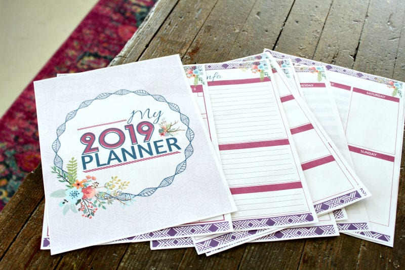 This weekly post will be a great place for you to find new ideas and inspiration! This week, you will find a planner printable, organization, decor & more.