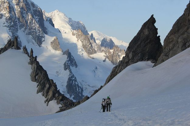 Two mountaineers on Mont Blanc. Photo credit: Wikimedia Commons