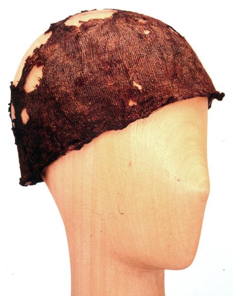 Sea-Silk cap via Musée d'Art et d'Histoire, F-Saint Denis.