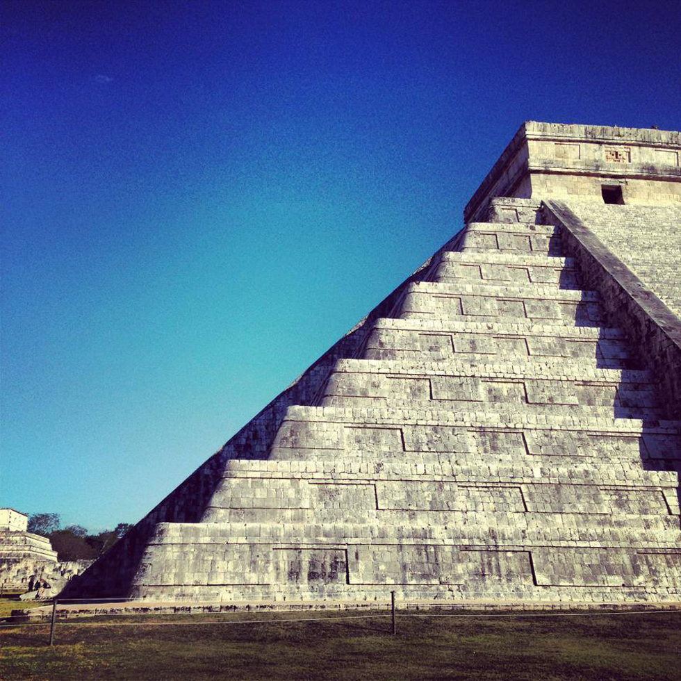 The shadow of Kukulkan reaching its apogee... at the ancient Mayan city of Chichen Itza: 15 minutes away from the Lemurian Embassy base.