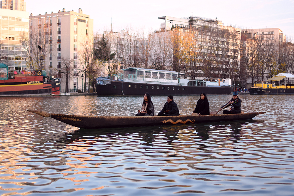 """AMAZONIAN TRIBE'S """"CANOE OF LIFE"""" Brings A Message On Climate Change to Paris"""