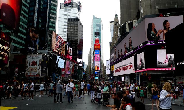 solo backpacking New York City - Time's Square