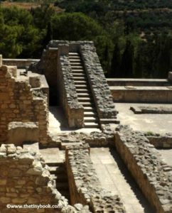 Ruins of the palace of Knossos Crete. What to do in Heraklion with children.