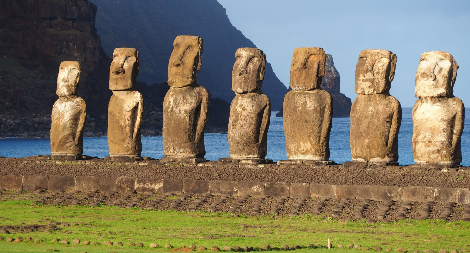 The best spots to see moai on Easter Island - Tiny Travelogue