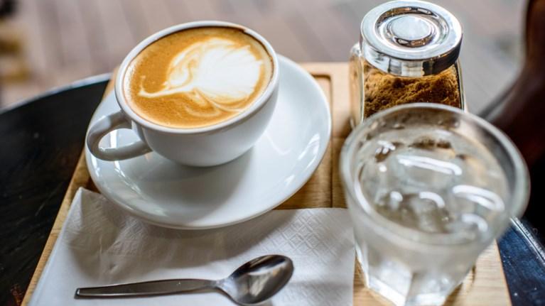 to-poto-pou-tonwnei-ton-organismo-kalutera-apo-ton-kafe