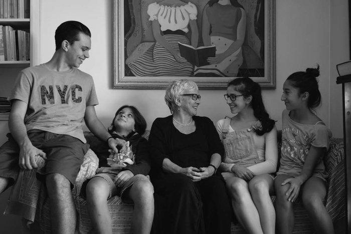 Η Ξένια με τα εγγόνια της