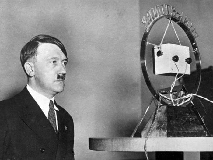 Ο Αδόλφος Χίτλερ απευθύνει διάγγελμα
