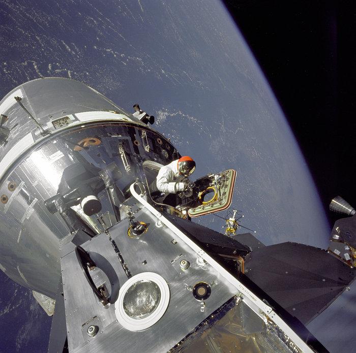 """Gumdrop Meets Spider"" (Το Apollo 9 επιχειρεί σύνδεση) 6 Μαρτίου, 1969. Φωτο: Flickr/NASA"
