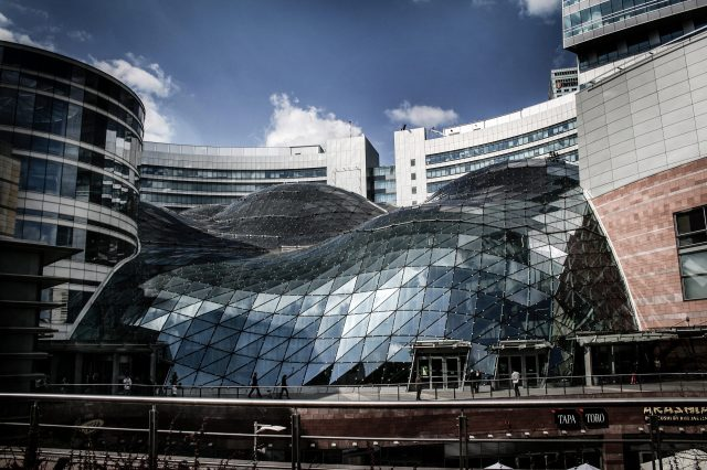 The glass wave-shaped roof of Zlote Tarasy