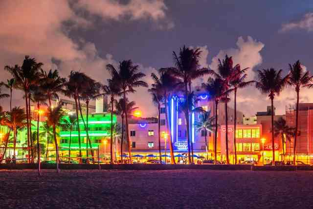 Strolling on Ocean Drive Miami Beach at sunset is one of the most best things to do miami fl.