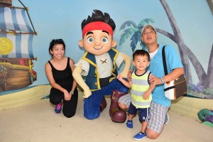 Tyler and Parents meeting Jake at Hollywood Studios