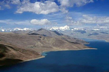 Yamdrok tso - one of the three largest sacred lakes in Tibet. Source: B_cool from SIN, Singapore - Lake Yamdroktso