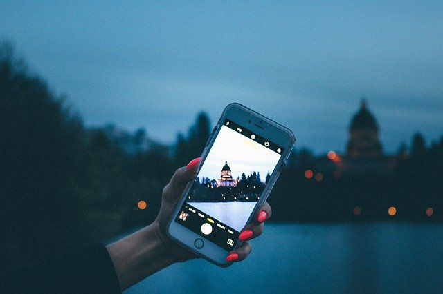 Plan your trip using mobile apps on your smartphone.