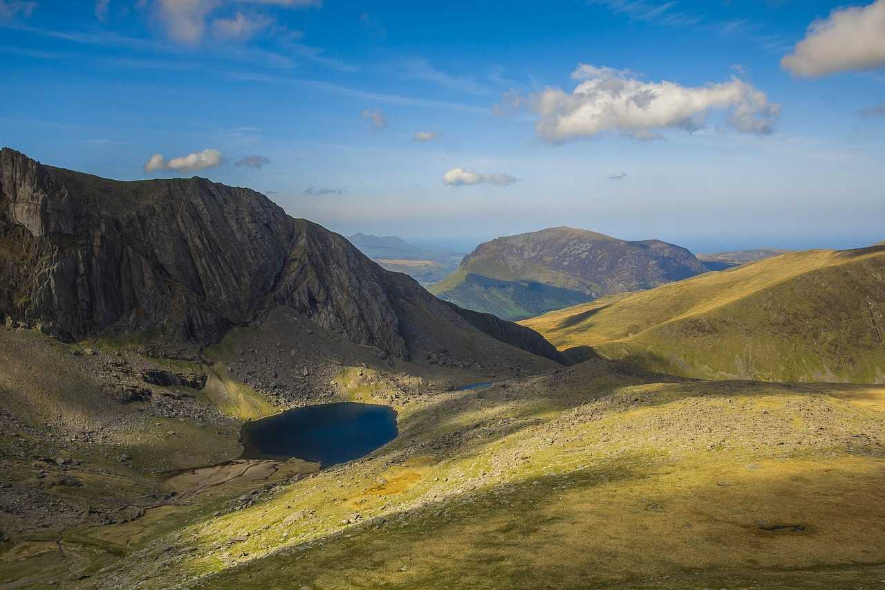 Climbing Snowdon (Your Guide To Wales' Beautiful Mountain!) | The Travelling Tom