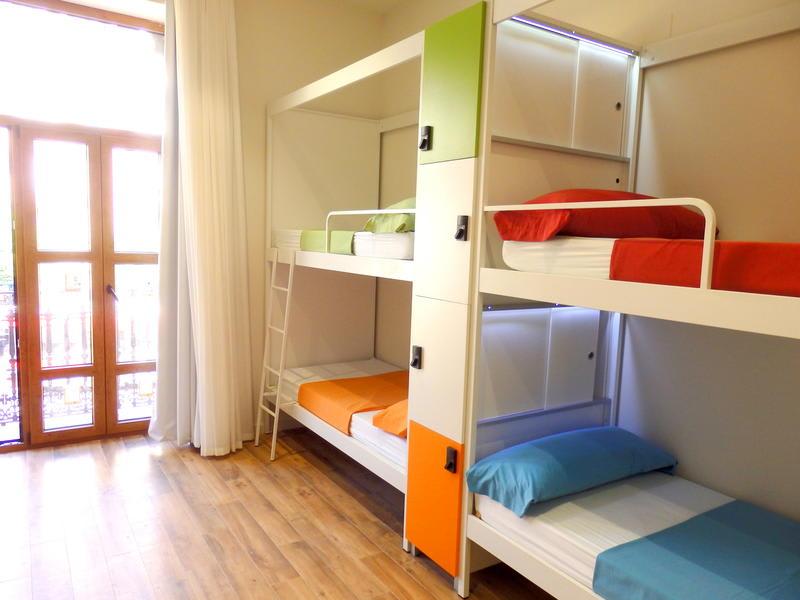 Valencia Lounge Hostel : Melia plaza valencia valencia spain