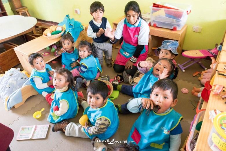 托兒所的褓姆除了會照顧小朋友,還會教他們一些基本知識,陪他們玩耍