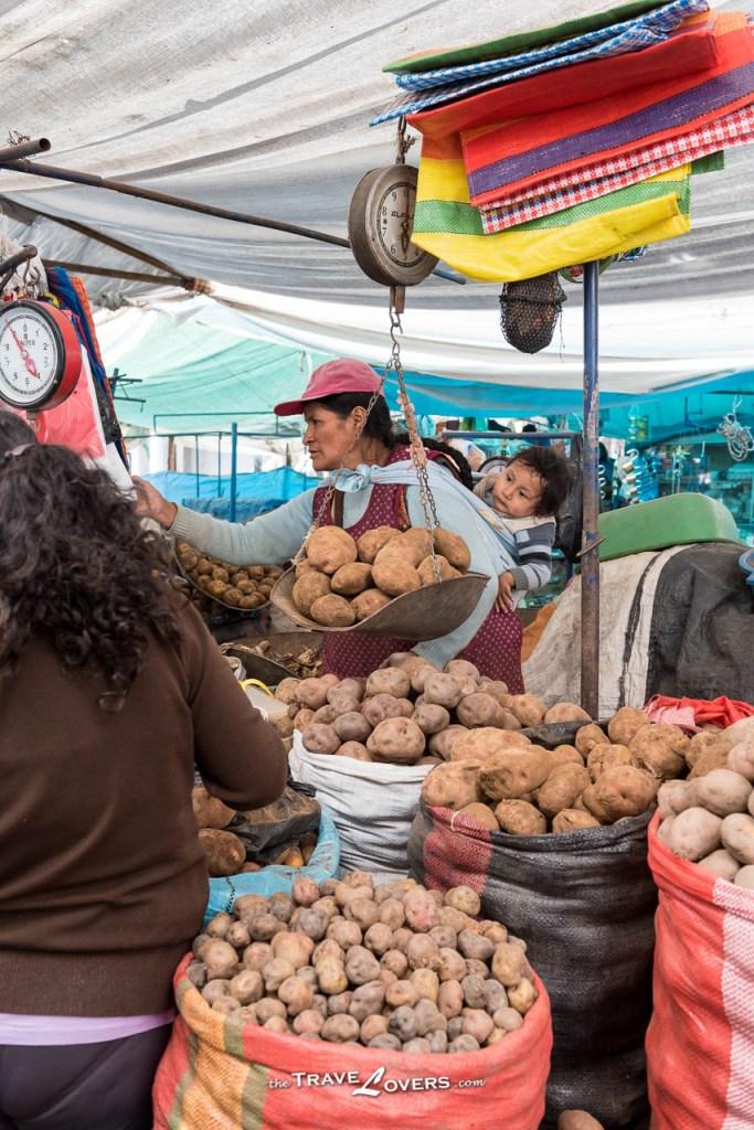 走到菜檔,這裡有數不盡的薯仔!皆因秘魯種植有三千多種薯仔,光是用來吃的都有數百種!而且當地人會因應不同薯仔的味道而烹調不同的餸菜,每天一款,都可以吃足一年不同口味呢!