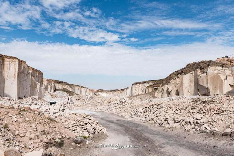 火山岩石礦場,到處都是白色的火山岩石,非常壯觀,然而背後卻隱藏著數不盡的辛酸故事。